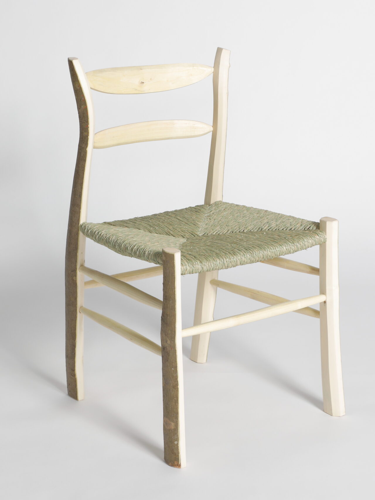 アオハダとムクノキの椅子