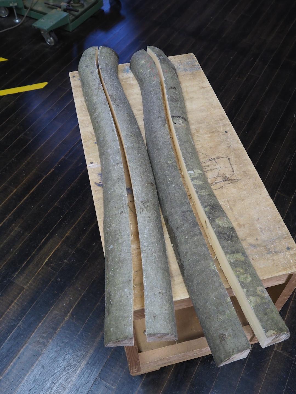 木の形に沿って4本に挽き割ったところ