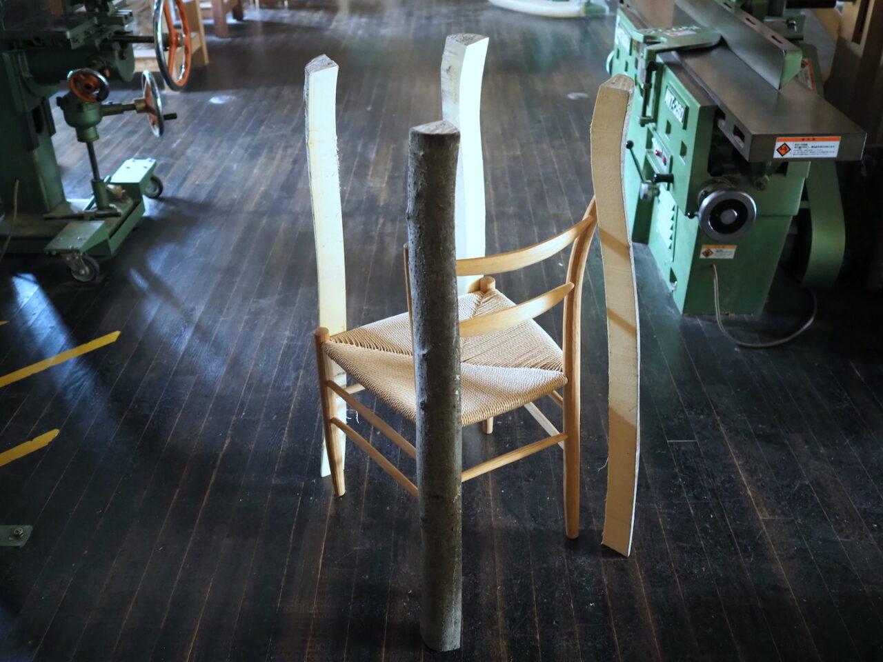 4本を椅子に沿わせて立ててみたところ。