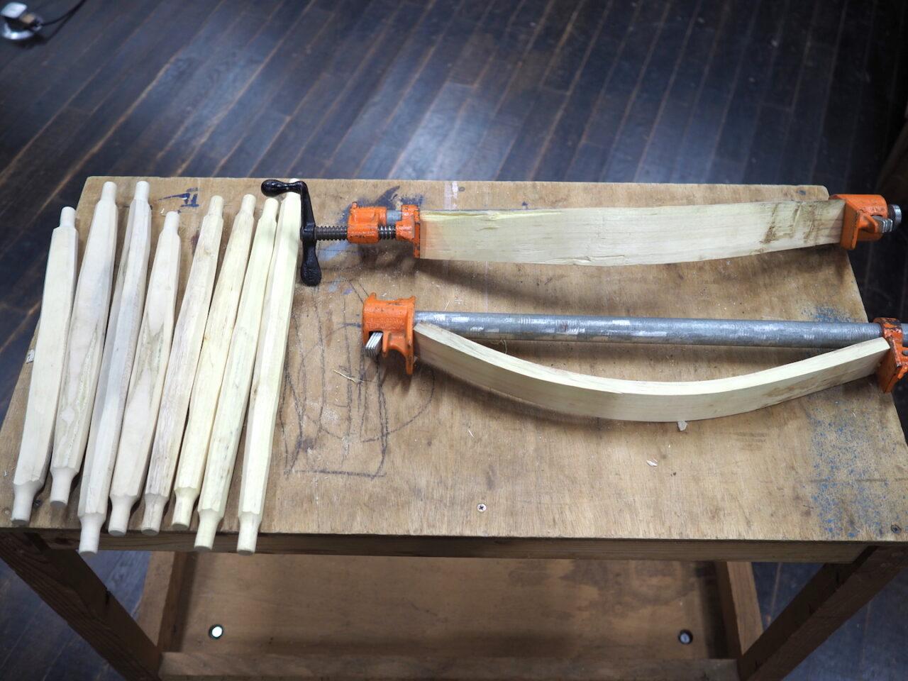 背板・座枠・貫は人工乾燥させた。