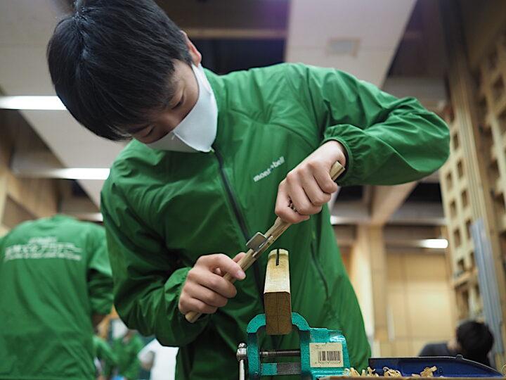 南京鉋で削る
