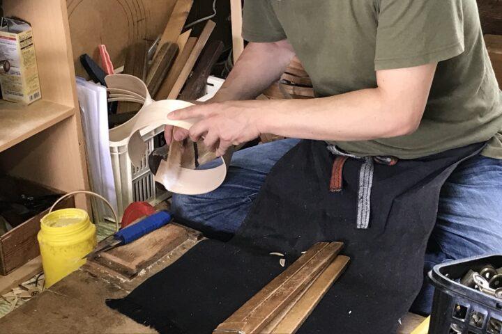 曲げ物、接着剤の塗布